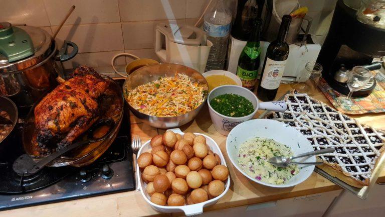 Pour un banquet : Canard laqué, bouillon Thaï, pani-puri (snack indien) et une tarte aux fruits rouges
