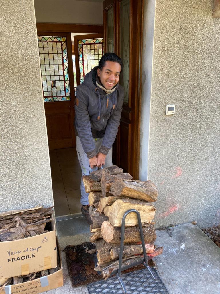 Francisco qui rentre du bois :)