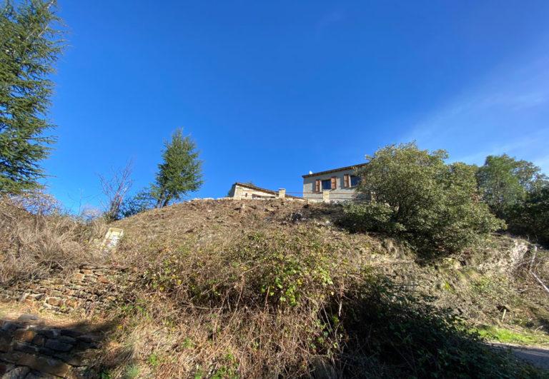 La maison posée sur son promontoire rocheux