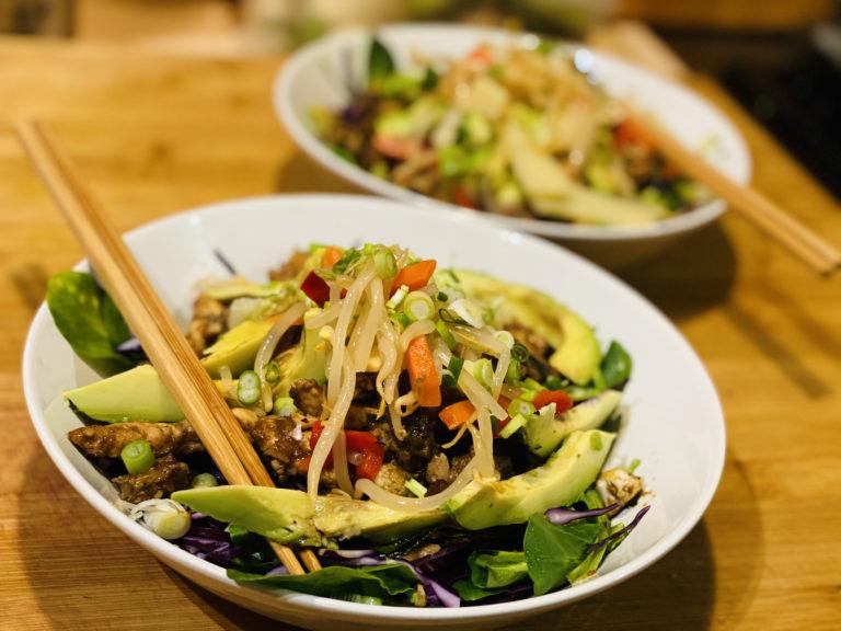Une délicieuse salade inspirée par la cuisine Thaïlandaise
